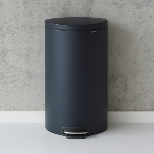 Brabantia Mineral Navy 8 gal. Flatback Semi-Round Can