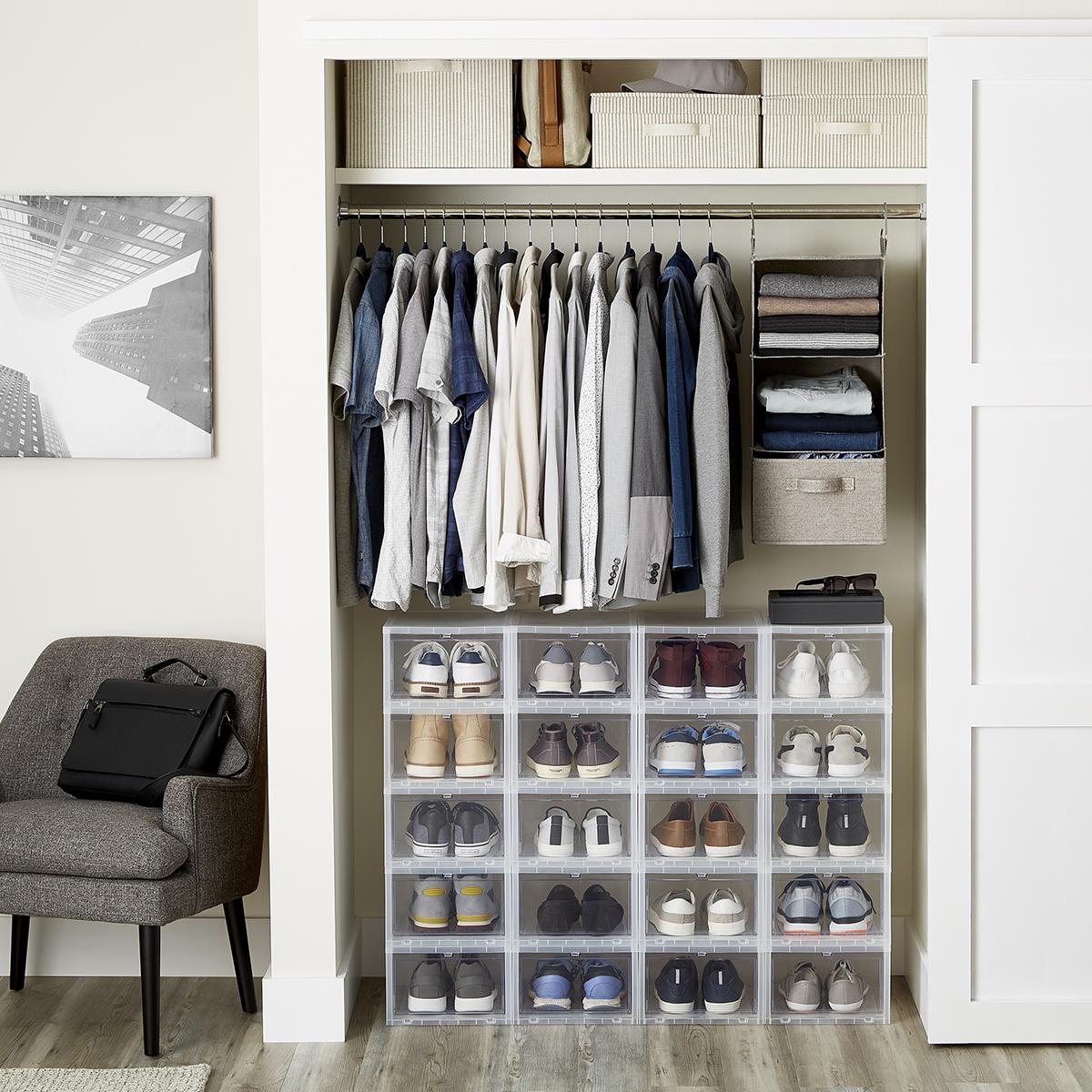 Menu0027s Small Closet