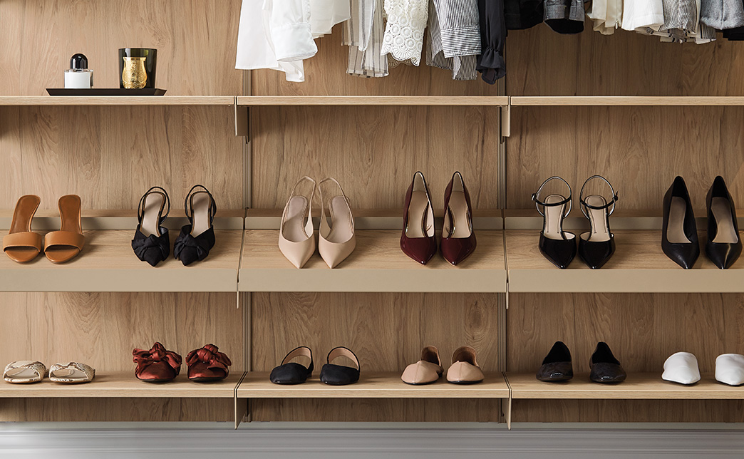 Avera Walk In Closet Features Custom Wood Closet Systems By The Container Store