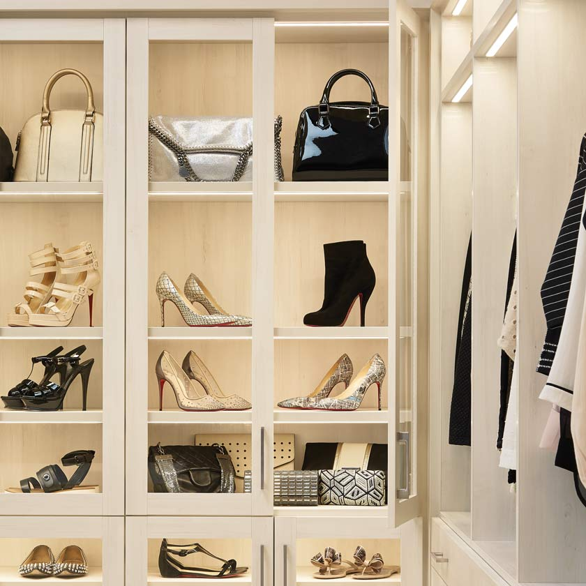 Aspen TCS Closet with Tempered Glass Shaker Doors