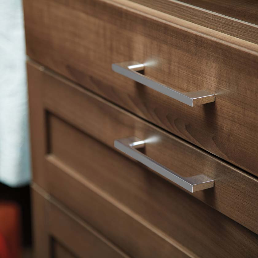 Flint TCS Closets Smooth and Shaker Drawers with Modern Pulls